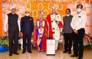 मुलीच्या लग्नात जपली सामाजिक बांधिलकी,काटे परिवाराकडून आरोग्य विभागास दिले ऑक्सिजन कॉन्सेनट्रेटर